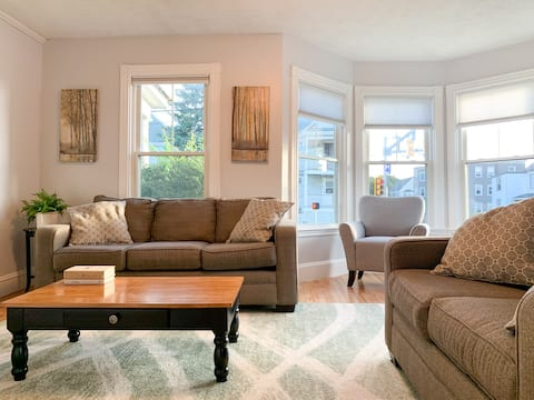 Spacious 1st floor condo - 5 min to Old Port