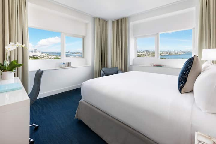 Trendy Bay View Room with King Bed