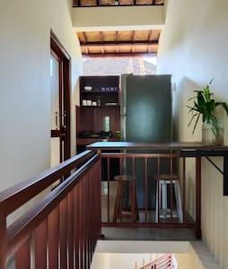 pintu masuk kamar bersebelah dengan dapur mini