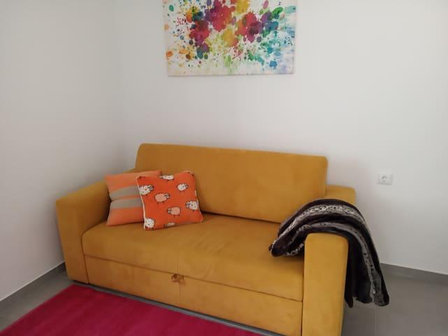 Sofá-cama na sala piso 1