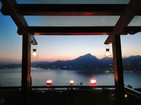 """""""B&B da Paolo"""", la terrazza con vista lago."""