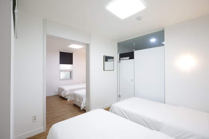 스탠다드 패밀리룸 (단독 욕실/무료조식)