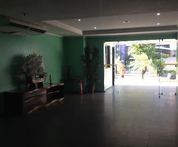 Foto da entrada do flat, recepção.