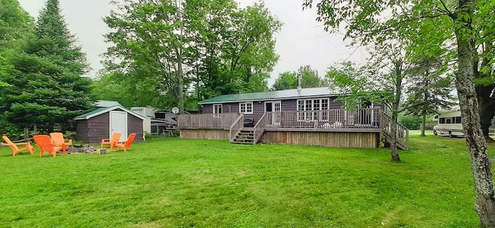 Beautiful 3 Bdrm Waterfront Cottage Near Gull Lake