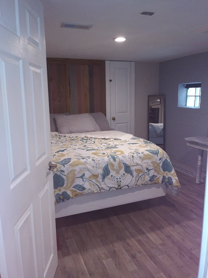 South St Louis City Suite - LGBT & Dog friendly