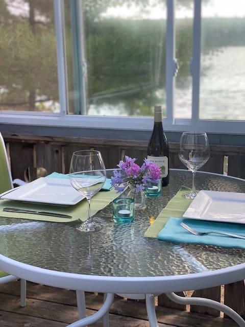 Romantic Lakeside Cottage - Fireplace - To Acadia