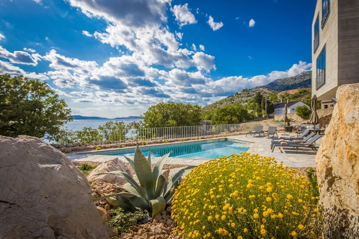 Luxury Villa Sea - with private pool and beach