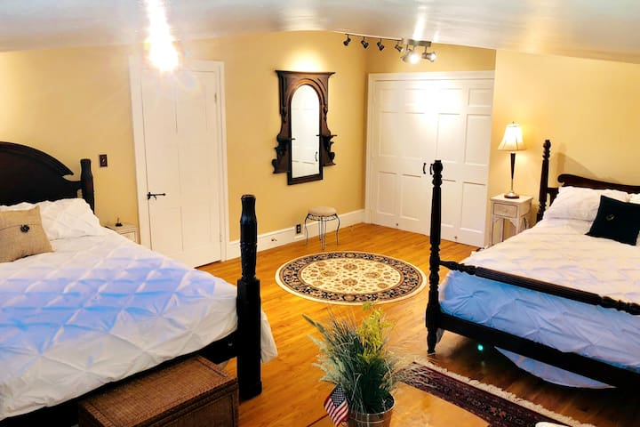 Shared queen and full bedroom. All new mattresses and bedding 2019.  Antique 4 post beds.