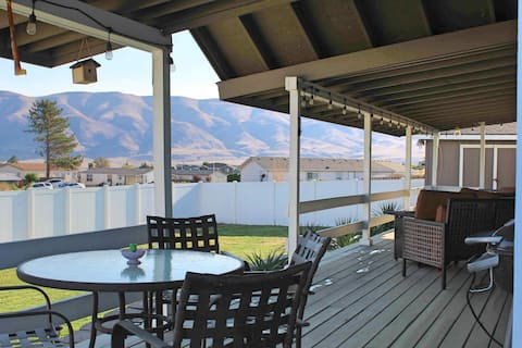 Calm, cozy home-large patio w/ mountain view.