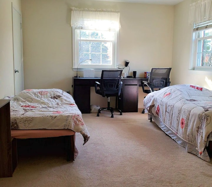 Large bedroom with private bathroom (R1)