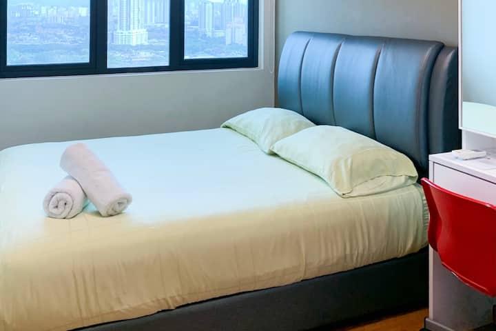 Cozy Room with Sky Pool(2) - 5 mins walk to KTM