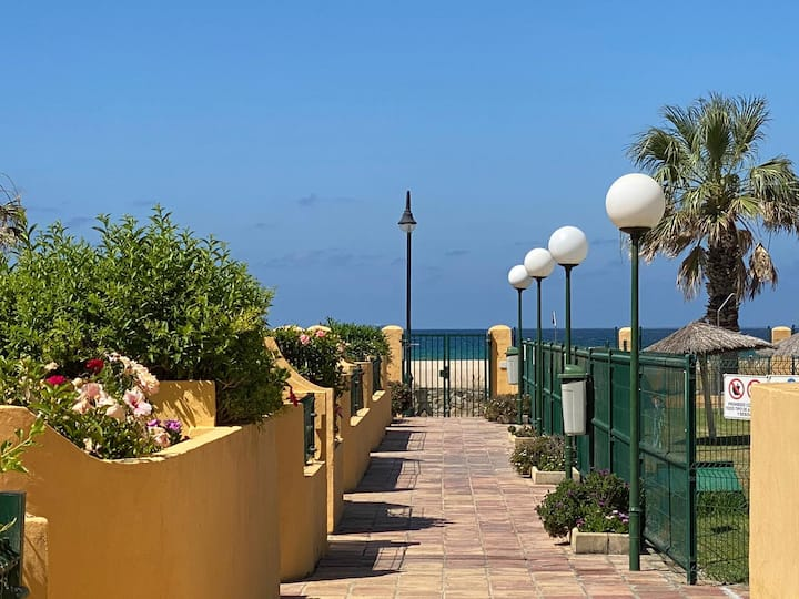 Beach front apartment with garden, pool and wifi