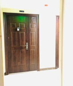 入户门处无障碍,感应照明