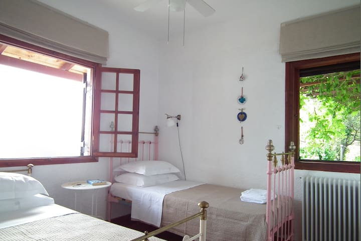 2 beds bedroom | Main house