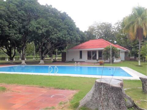 Casa con gran piscina Honda Tolima