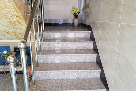1층 넓은 계단
