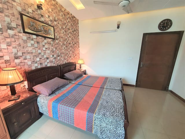 This bedroom picture is updated recently on 28/4/2021 . The room is well lit with warm lights for relaxing  as well as white lights for working with morning sunshine aswell. The bed arrangements can be changed according to the needs of the guest.