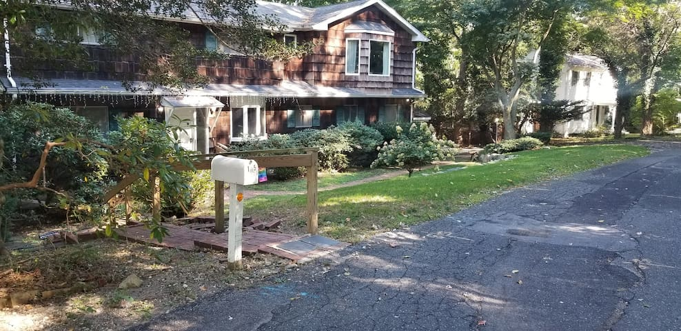 Apartment in the heart of historic Stony Brook