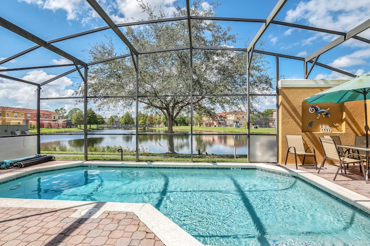 *Renovated Beach House Near Disney w/ Private Pool