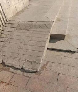 无障碍缓台,可以直接上轮椅和不方便的人通行