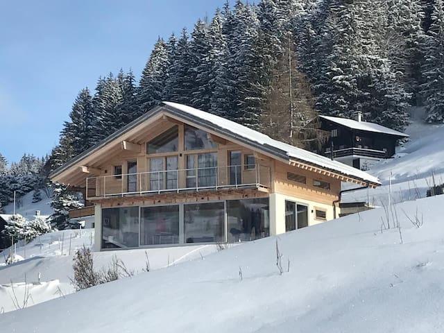 Dream Chalet with Spa in Wonderful Skiresort