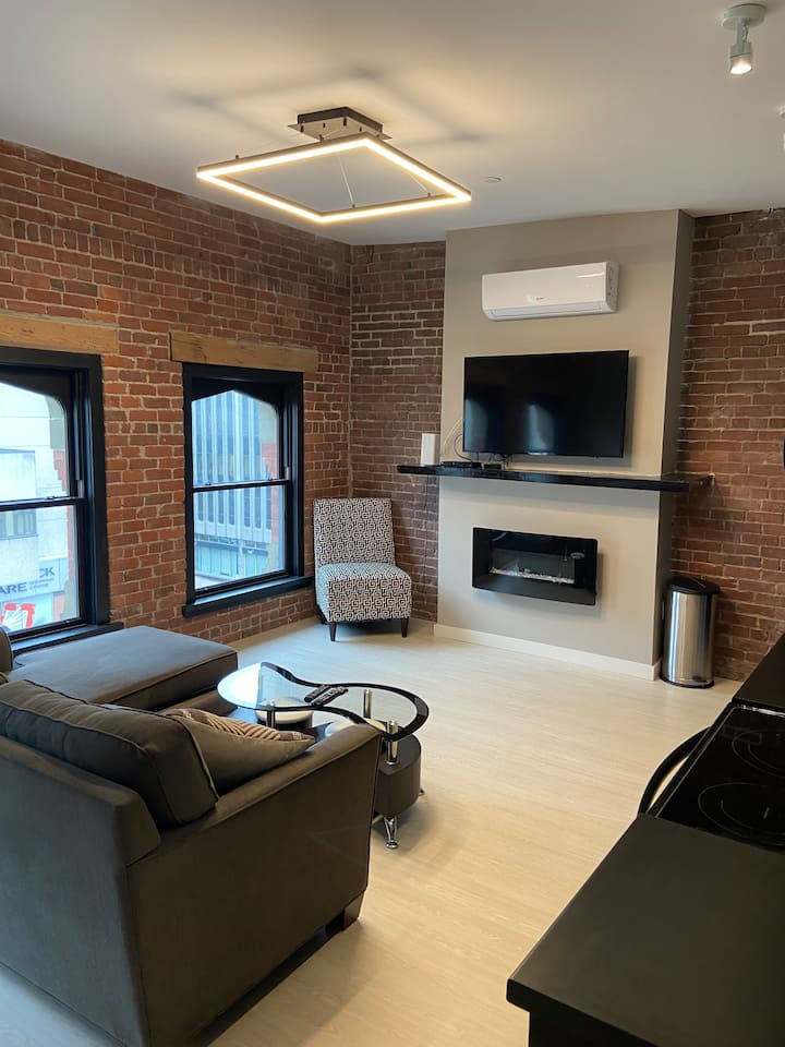 Brand New 1 bedroom Uptown on King with Rooftop!