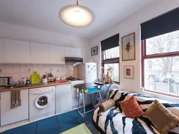Cozy Room with Own Kitchen in Heart of City Centre