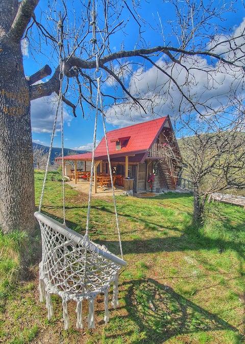 drvena kuća (etno domaćinstvo saponjic)
