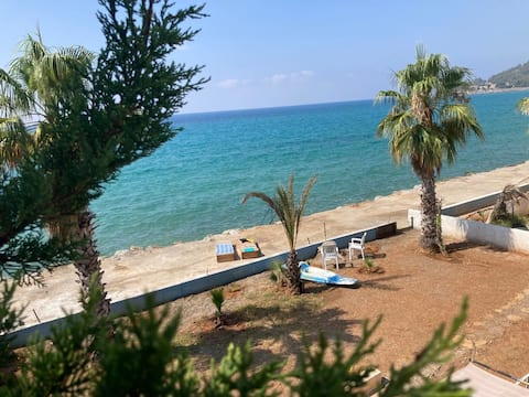 Bozyazı | Seafront House with a View & Garden
