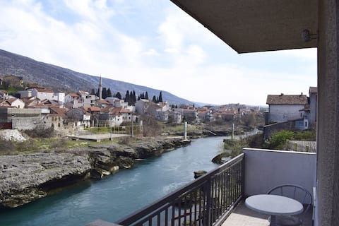 Amazing river view apartment Meshy