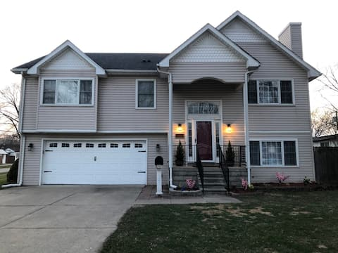 Newly Renovated 4BR Home By Airport (Entire Home)