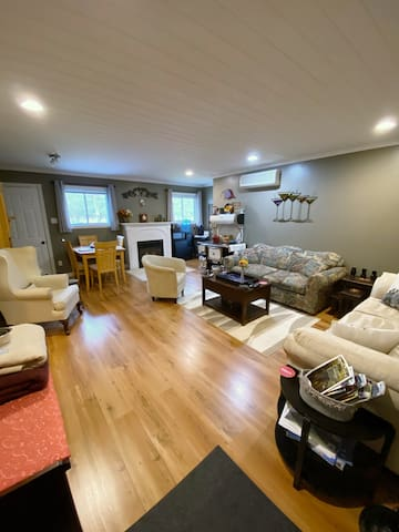 Muskoka Maples Spacious Private Suite