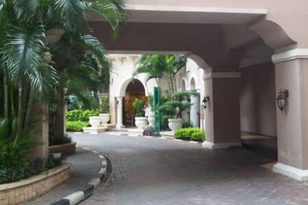 Walang baitang papunta sa entrada