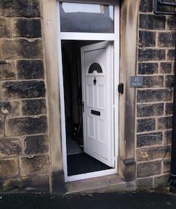 Entrance is c. 32 inches wide. Standard UK door width.