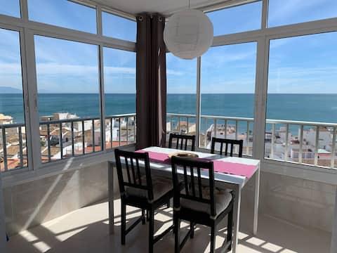 Studio avec vue à 180° sur la mer