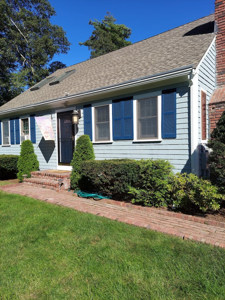 PERFECT CAPE COD LOCATION QUIET CLEAN  PRIVATE.