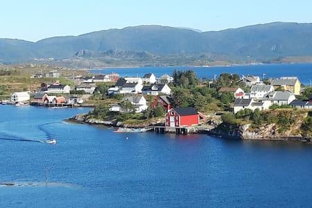Hus med fantastisk havutsikt på Averøy - båt