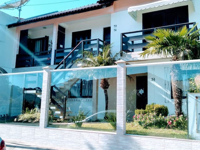 Apartamento super confortável, central e garagem