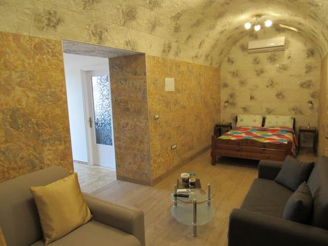 Κρεβατοκάμαρα/Καθιστικό! Bedroom/Living room!