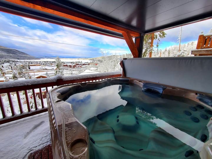 Amazing 3 story views! XL hot tub!