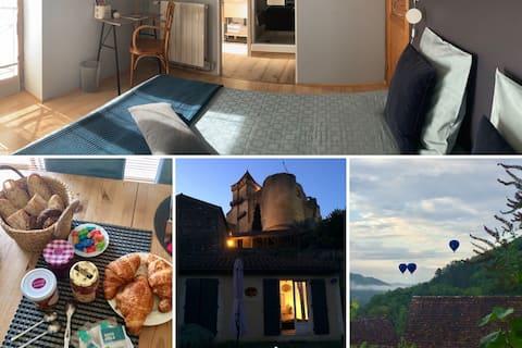 Très jolie chambre au pied du Château Castelnaud !