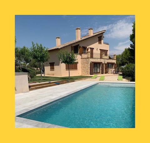 Superbe maison de campagne avec piscine et vues