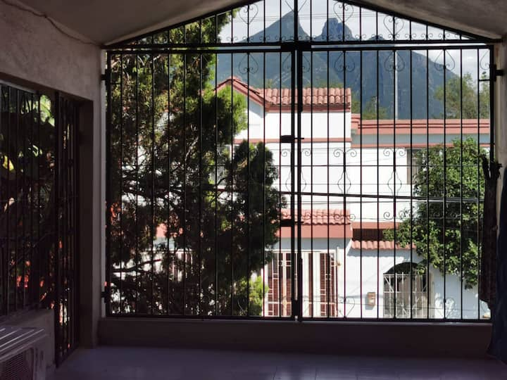 Cómoda habitación muy cerca del TEC Monterrey