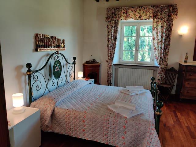 """Camera matrimoniale """"Papavero"""" (secondo piano) - lato sinistro del corridoio."""
