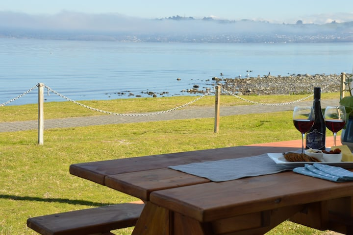Lake Taupo Waterfront 2 Bedroom