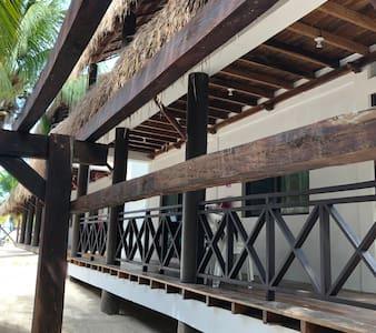 Amplios pasillos de madera