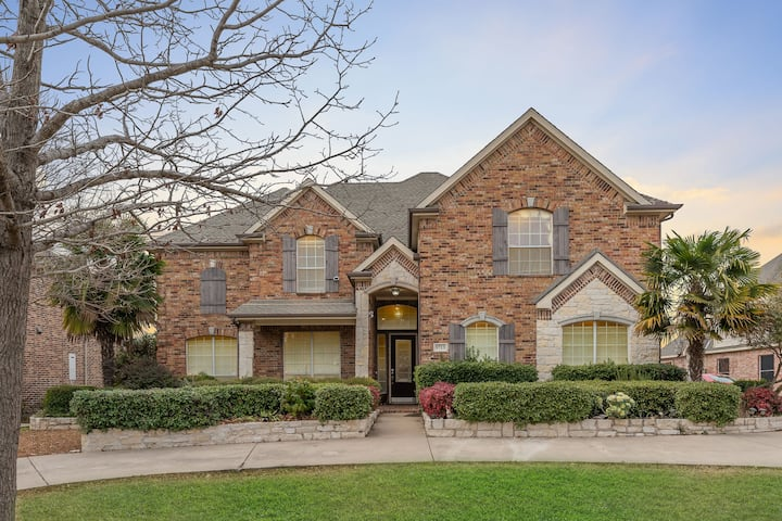 Perfect Entire Gate-away Home, Gated, Pool table.