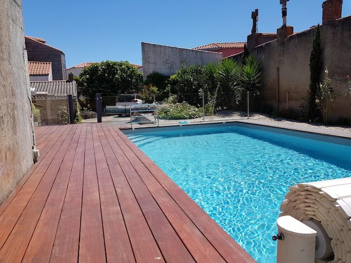Maison de ville avec piscine à deux pas des quais