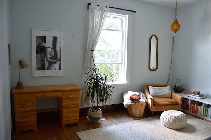 Room in Charming Apartment ft. 2 Affectionate Cats