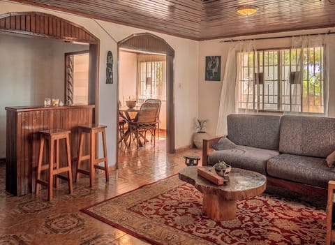 Pangolin house - room with private balcony & WiFi